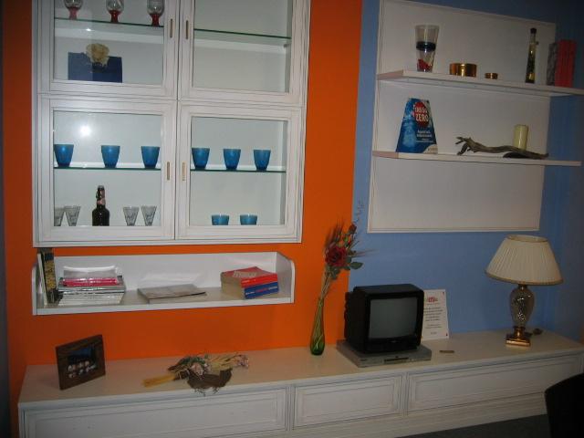 Parete soggiorno mobili classici e moderni for Arredo bagno pinerolo