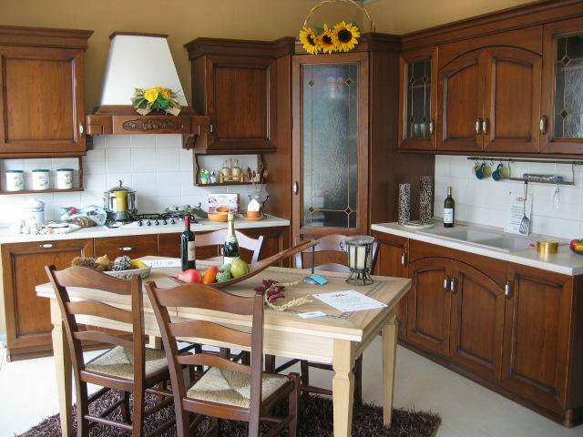 Credenza Ad Angolo Per Cucina : Cucina sveva angolare in castagno camia mobilificio mobilifici